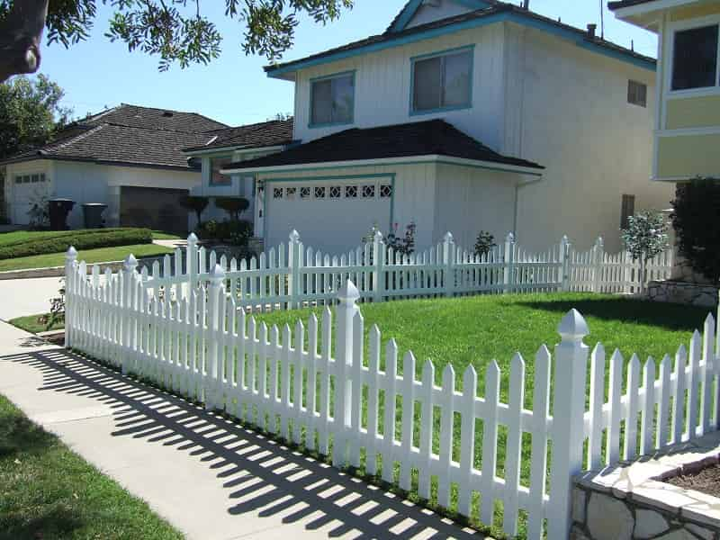 Traditional White Picket Fence - Duramax