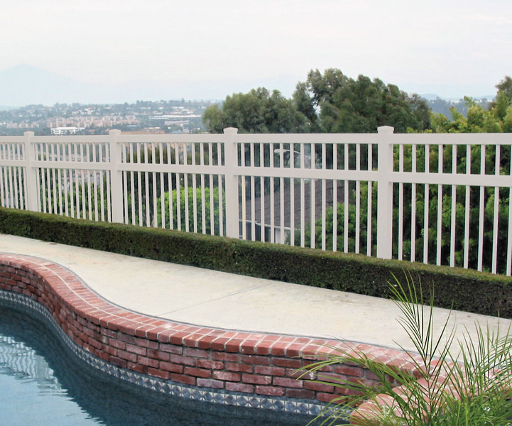 Select The Right Option Between Wooden Fence And Vinyl Fence In Ventura