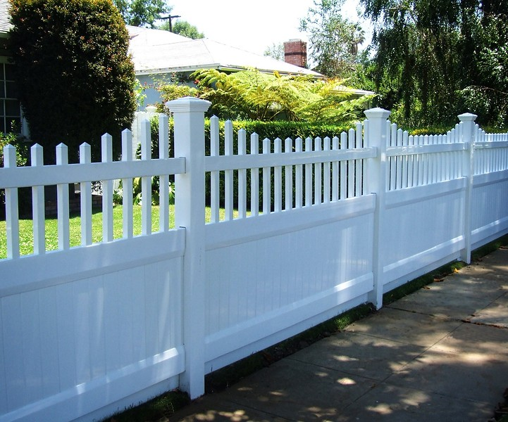 The characteristics of vinyl that makes it perfect for your fencing needs